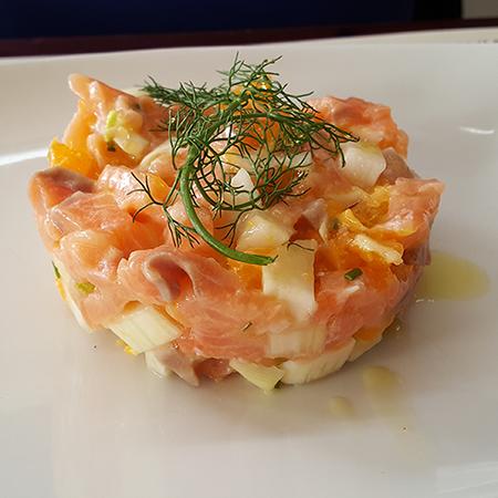 Tartare di salmone e arancia con finocchio